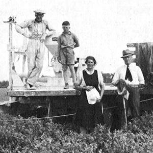 Howard Ferguson, Allan Lindsay, Margaret Lindsay, Nat Lindsay, and Earl Lindsay in the late 1930's.